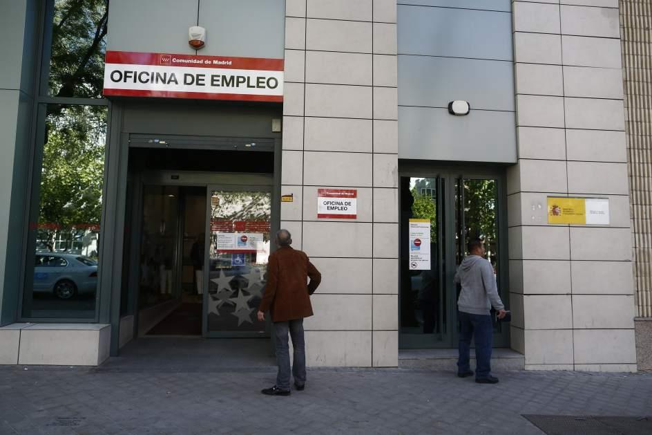 El paro sube en personas en octubre en extremadura for Oficina de empleo caceres
