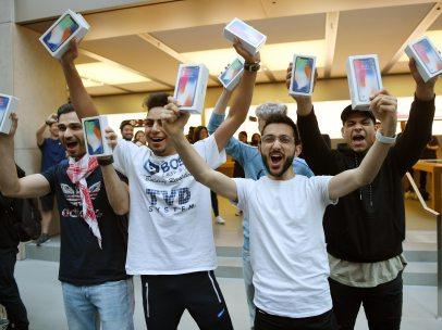 Celebrando que tienen un iPhone X
