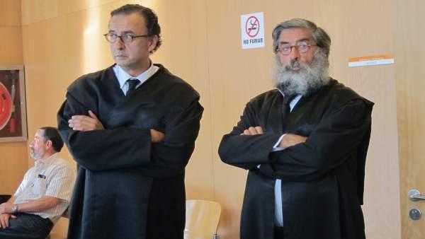 Dos Abogados En La Audiencia Provincial