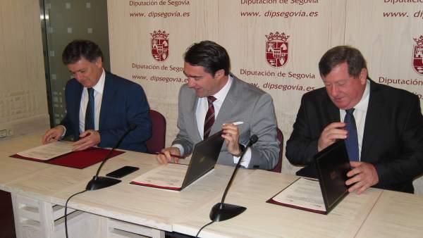 Firma del convenio en materia de eliminación de escombreras.