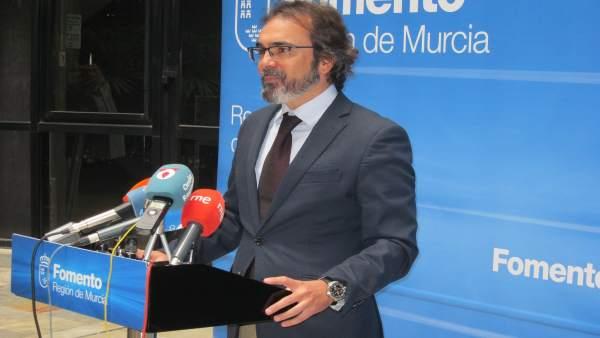 El consejero de Presidencia y Fomento, Pedro Rivera, en rueda de prensa