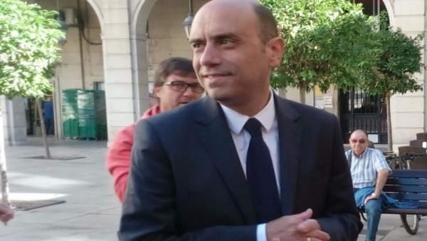 """L'alcalde d'Alacant insisteix que no dimitirà i eludeix parlar de """"futuribles"""" per la denúncia de Fiscalia"""