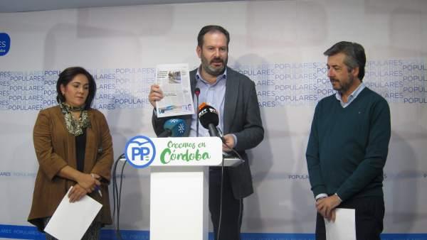 Adolfo Molina con Miguel Ángel Torrico y María de la O Redondo