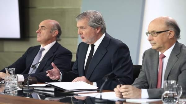 Rueda de prensa de Iñigo Méndez de Vigo, Luis de Guindos y Montoro