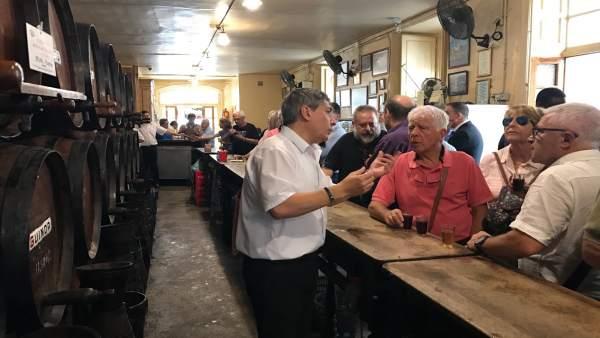 Antigua Casa de Guardia Málaga bodega taberna turistas viajeros vino