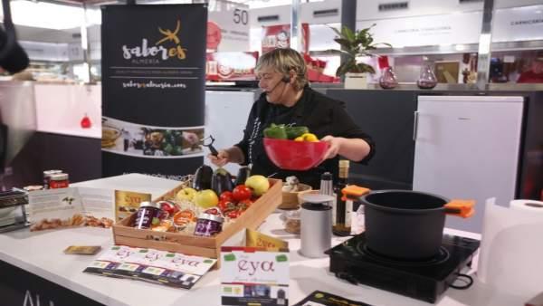 La empresa 'PulpiEya' en el espectáculo de cocina en vivo en el Mercado Central.