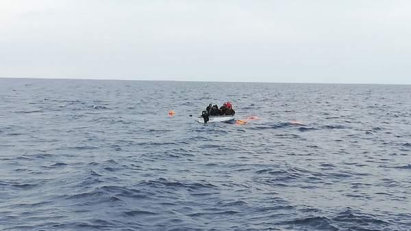 La embarcación, a su llegada a las costas alicantinas