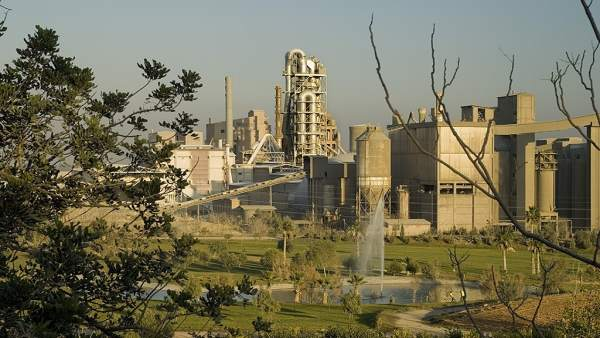 Fábrica De Cemex En Buñol (Valencia)
