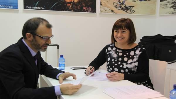 Biel Barceló y Francina Armengol en Fitur