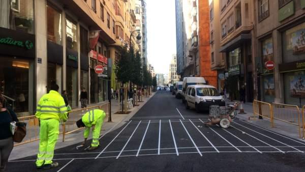 La calle San Vicente reabre al tráfico