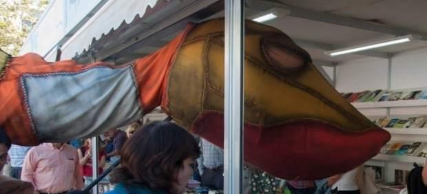 Més de 10.000 persones visiten la Plaça del Llibre, que aconsegueix vendes per valor de 50.000€