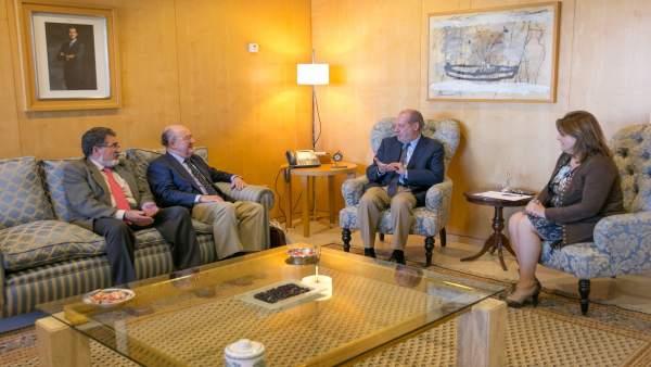 Villalobos con los representantes de los ingenieros.