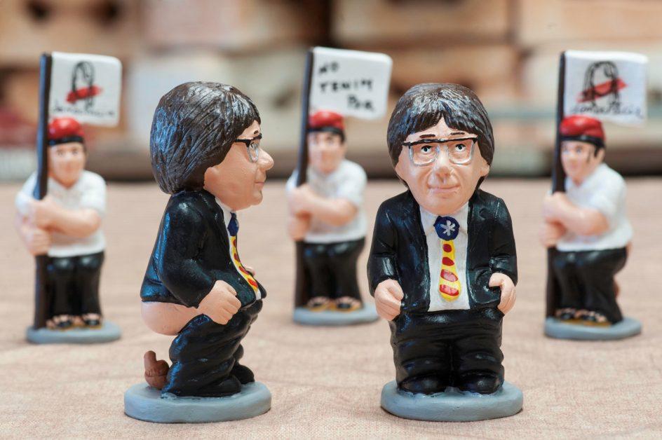 Las figuritas de Puigdemont. Detalle de los caganers que representan al presidente cesado de la Generalitat, Carles Puigdemont.
