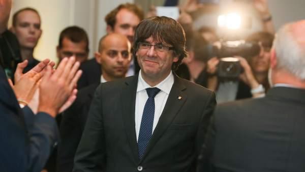 Puigdemont, arropado por 200 alcaldes.