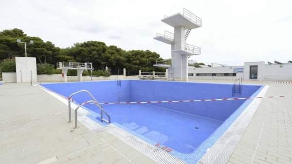 El ayuntamiento de torremolinos inicia un plan para for Piscina torremolinos
