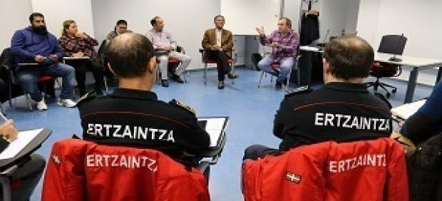 Encuentro entre la Ertzaintza y la comunidad gitana