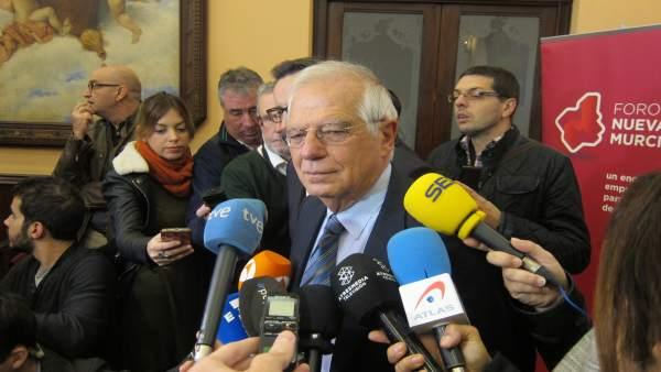 Josep Borrell, antes de participar en el Foro Nueva Murcia