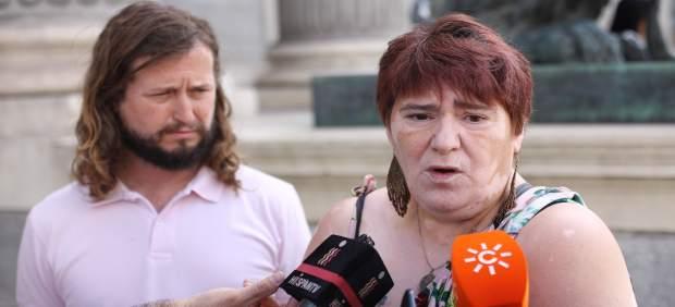El diputado de Podemos David Carracedo y la bebé robado Ascensión López