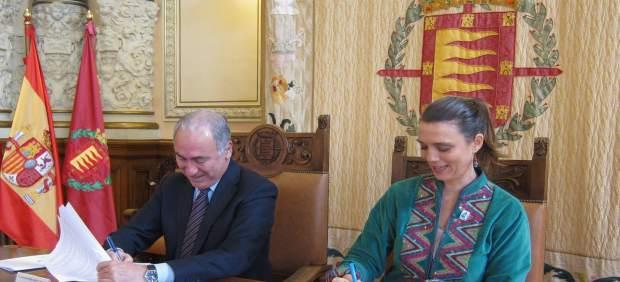 El concejal de Hacienda y la presidenta de la CVE
