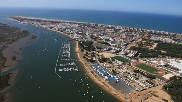 Vista aérea de Punta Umbría (Huelva), declarado Municipio Turístico.
