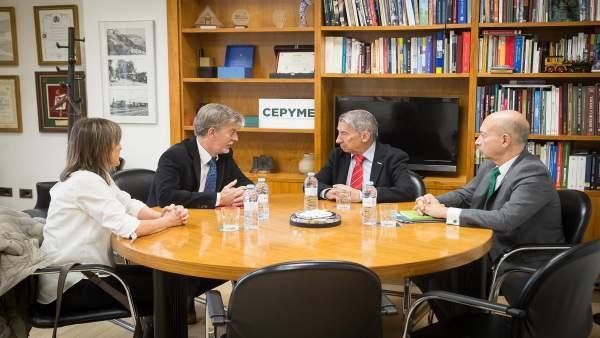 Reunión entre el alcalde de Zaragoza y responsables de CEPYME-Aragón.