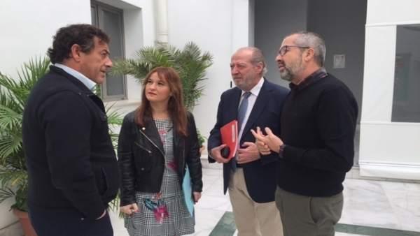Verónica Pérez en el Consejo de Alcaldes del PSOE.