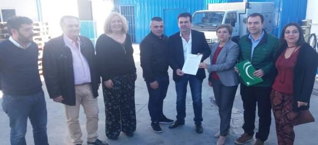 Visita de la Junta y el Ayuntamiento a la empresa Nevamar
