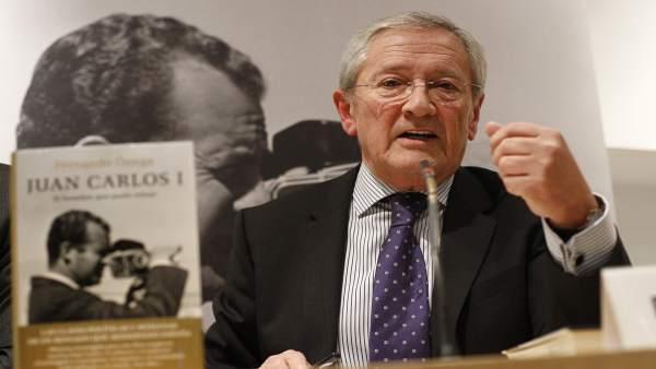Fernando Ónega presenta su libro.