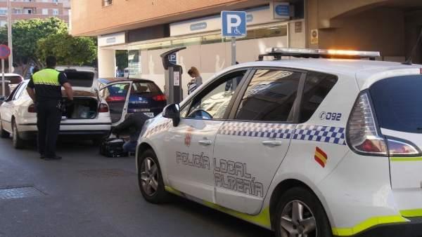 La Policía Local identifica a un presunto 'taxista pirata'