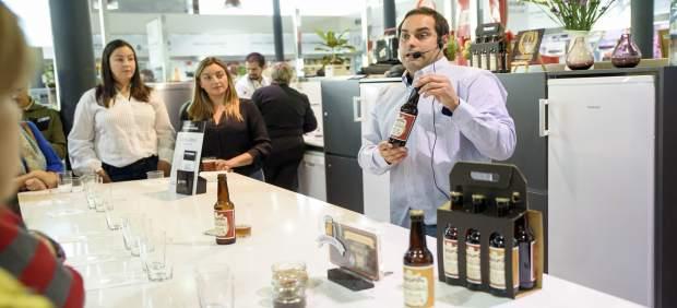 Cervezas Artesanas 'Los Filabres' durante su cata en el espacio 'Almería Cocina'