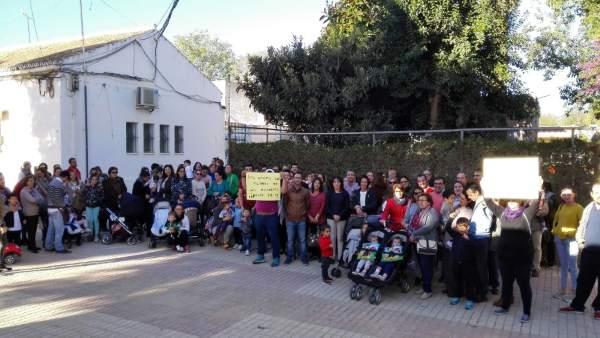 Protesta en la guardería de Coria.