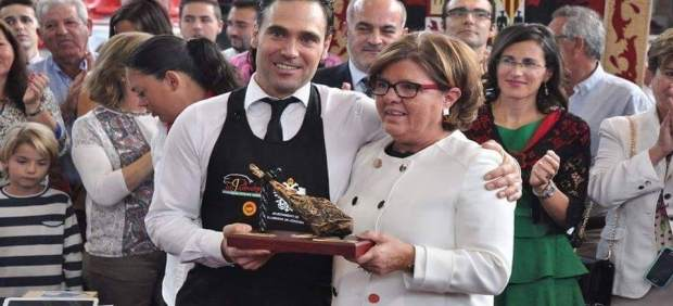 El cortador de jamón José Alcobendas