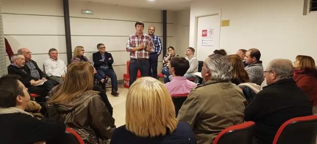 Bustillo mantiene un encuentro con militantes
