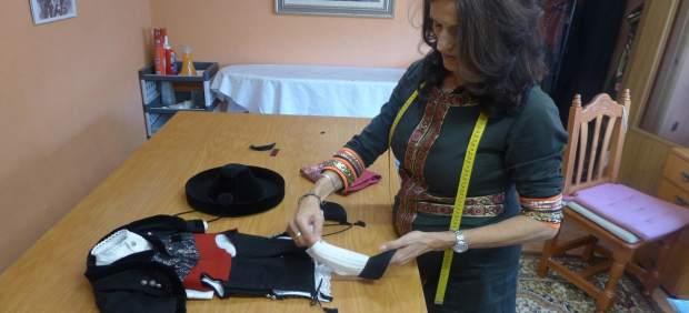 Segovia. Confección del traje que lucirá el Manneken Pis