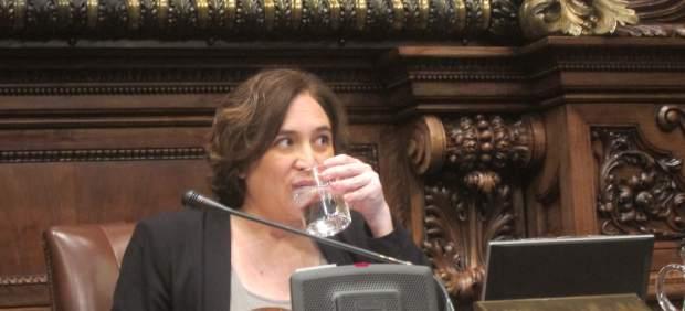 La alcaldesa de Barcelona, Ada Colau, en el pleno.