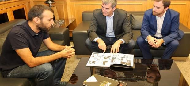 Rayco Pulico con Fernando Clavijo e Isaac Castellano