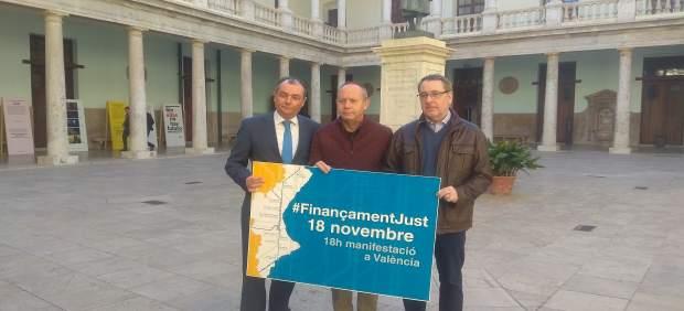 Salvador Navarro (CEV), Ismael Sáez (UGT-PV) y Arturo León (CCOO PV) por el 18N
