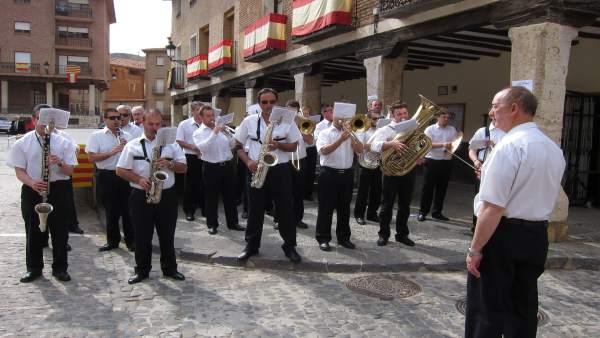 Banda de música de la Diputación de Zaragoza tocando en el Corpus de Daroca