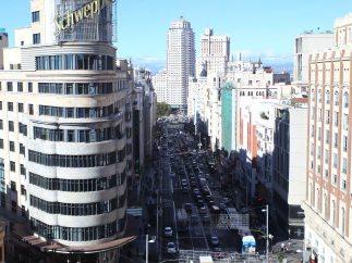 Madrid limita el tráfico en la Gran Vía