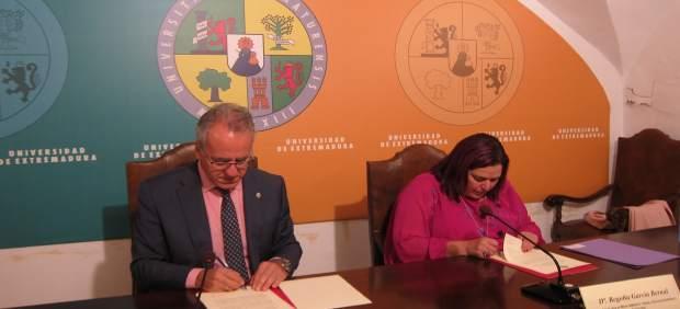Firma de la UEx y la Junta del Pacto por el Ferrocarril