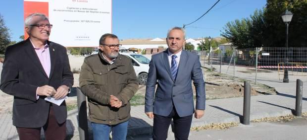Izquierdo (dcha.) en su visita a Las Navas del Selpillar