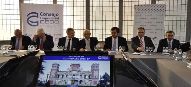 El ministro de Hacienda, Cristóbal Montoro, con el Consejo de CEOE Aragón.