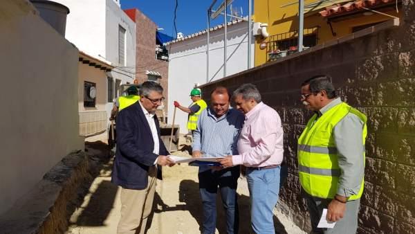 Francisco Saladado, alcalde de Rincón, visita una obra