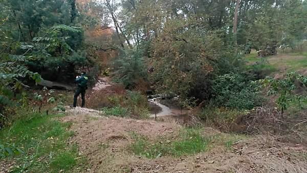 Adenco denuncia un vertido en el río Tea