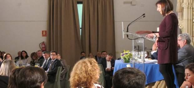 La conselleira de Medio Rural, en el atril, con Fernández-Couto al fondo
