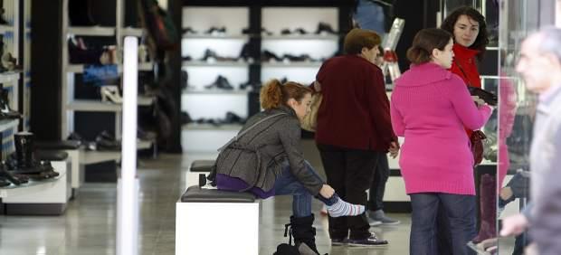 Els valencians esperen gastar entre 45 i 105 euros en el Black Friday, segons la Unió de Consumidors