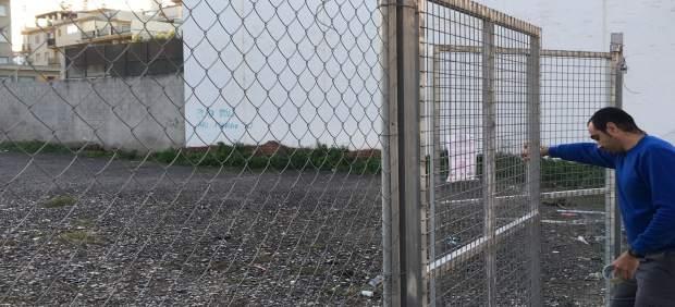 Np: El Ayuntamiento De Vélez Málaga Procede A La Fumigación De La Parcela Adyace