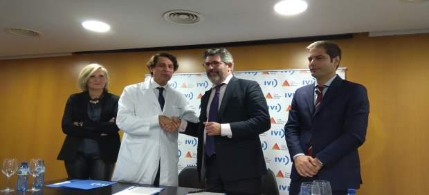Firma del acuerdo entre el IVI y el Club de Primeras Marcas de la Comunitat