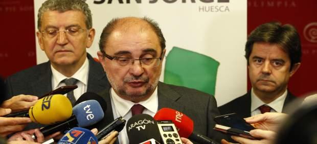 Lambán, atendiendo a los medios de comunicación hoy en Huesca