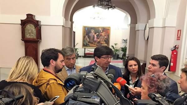 Juan Marín, en declaraciones a los periodistas en Cádiz